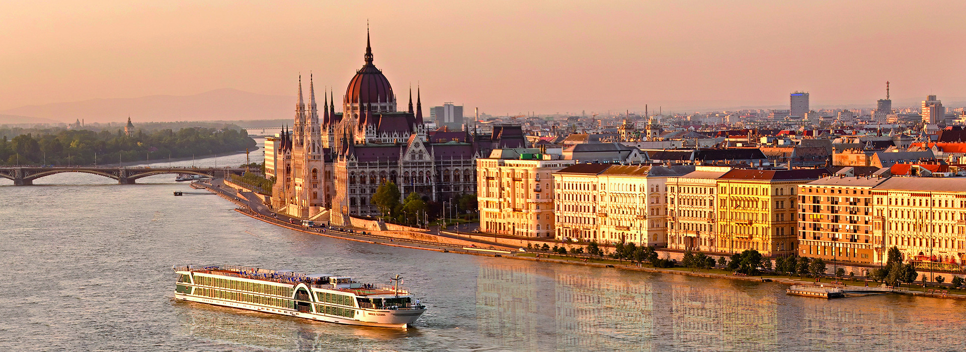 Budapest Sightseeing Tour by Boat